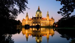 Neues Rathaus mit Maschteich bei Nacht | © HMTG / Martin Kirchner